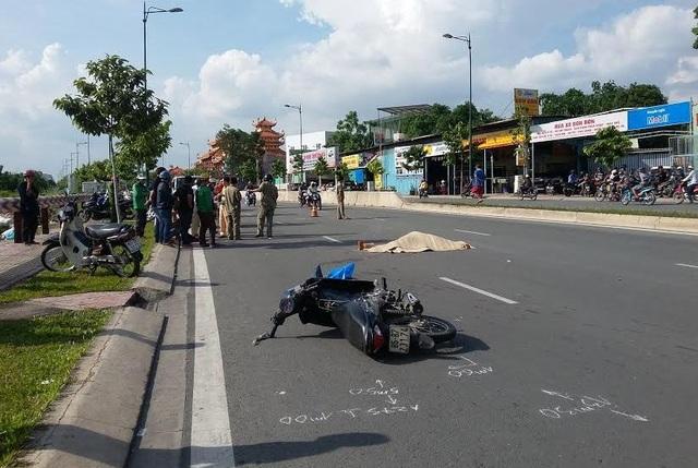 Hiện trường vụ tai nạn trên đường Phạm Văn Đồng làm nam sinh viên tử vong tại chỗ.