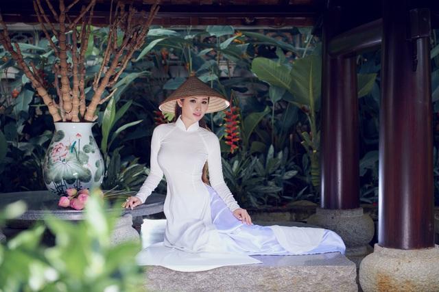 Người đẹp Hoa hậu Hoàn vũ Thanh Trang khoe vẻ mềm mại, tinh khôi với áo dài - 9