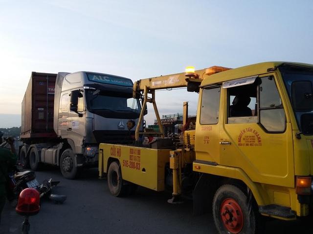 CSGT đã điều xe cẩu tới hiện trường, đưa xe về trụ sở để tiếp tục xử lý theo quy định của pháp luật.