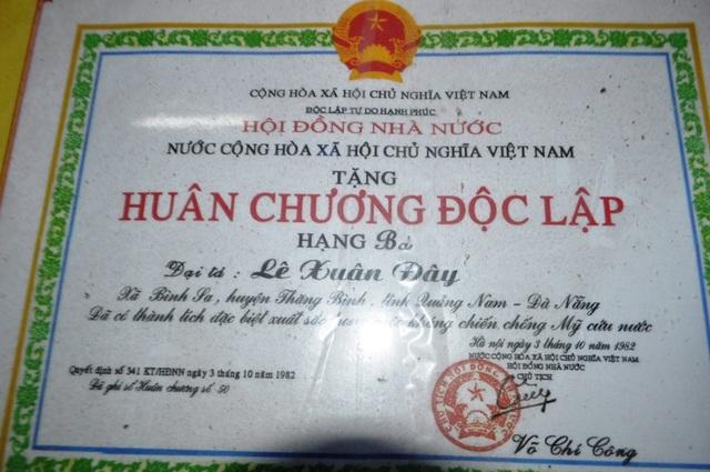 Huân chương Độc lập hạng Ba của Hội đồng Nhà nước trao tặng ông