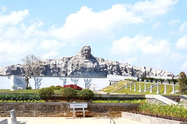 """Tối ngày 24/7, tỉnh Quảng Nam sẽ tổ chức chương trình nghệ thuật """"Khát vọng trẻ - Một thời hoa đỏ"""" tại Tượng đài Mẹ Việt Nam Anh hùng"""