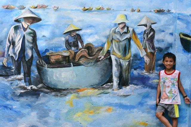 """Ý tưởng """"Làng tranh Tam Hải"""" của các bạn sinh viên đã khoác thêm một màu áo mới lên xã đảo Tam Hải thanh bình và xinh đẹp"""