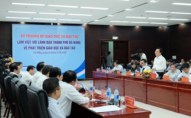 Bộ trưởng Phùng Xuân Nhạ cùng đoàn công tác của Bộ GD - ĐT vừa có buổi làm việc với lãnh đạo Đà Nẵng về phát triển GD - ĐT vào sáng 14/7