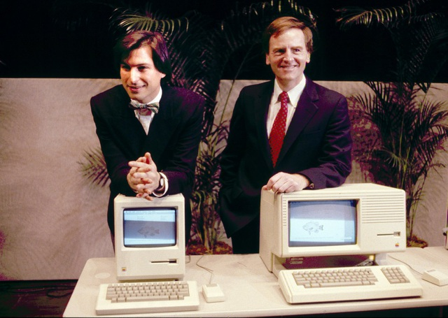 Steve Jobs cùng John Sculley