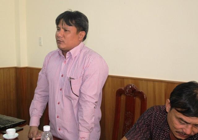 Ngư dân Lê Văn Thãi, chủ tàu vỏ thép BĐ 99016TS đang lo lắng với những khoản nợ ngân hàng. Nếu công ty Nam Triệu không khắc phục theo đúng cám kết ông sẽ trả lại tàu cho công ty này.