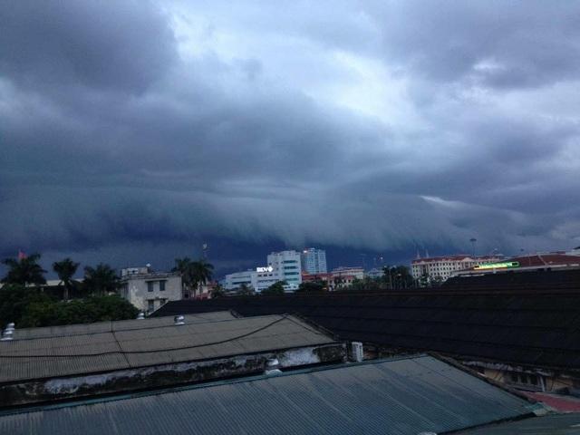 """Ảnh chụp cùng """"đám mây lạ"""" ở bãi biển Sầm Sơn thu hút sự quan tâm trên mạng xã hội - 5"""