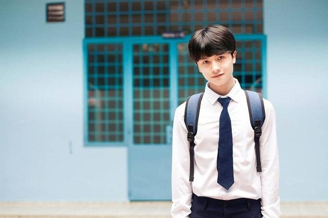 Nam sinh bí ẩn này là bạn Nguyễn Đình Thắng (sinh năm 1998) hiện đang là sinh viên ngành Kiến Trúc, trường Đại học Kiến Trúc Hà Nội.