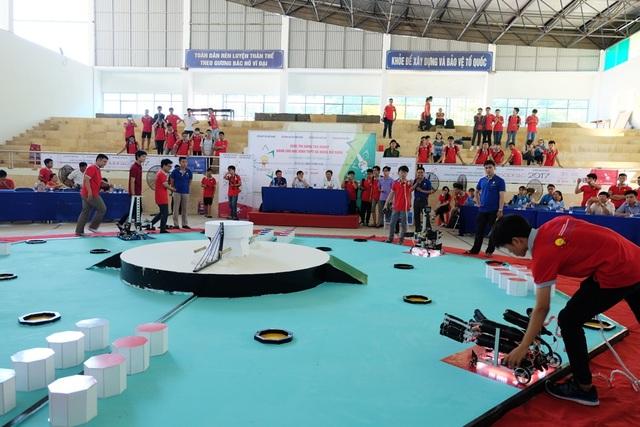 26 đội thi đến từ các trường THPT ở Đà Nẵng, Quảng Nam sẽ thi tài sáng tạo robot từ 18 - 20/8 tới tại Nhà thi đấu Trường THPT Phan Châu Trinh, Đà Nẵng
