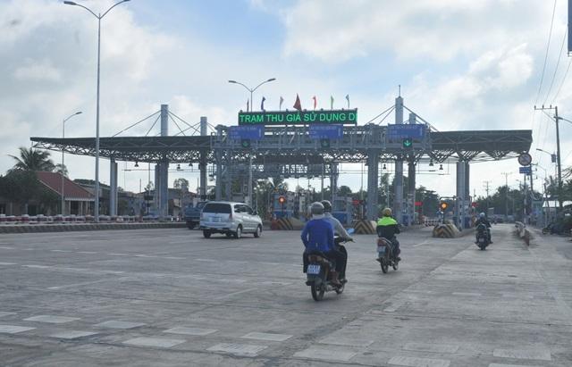 Hai chiều xe (Vĩnh Long - Tp Hồ Chí Minh và ngược lại) đều thông thoáng khi các nhân viên không thu phí qua trạm