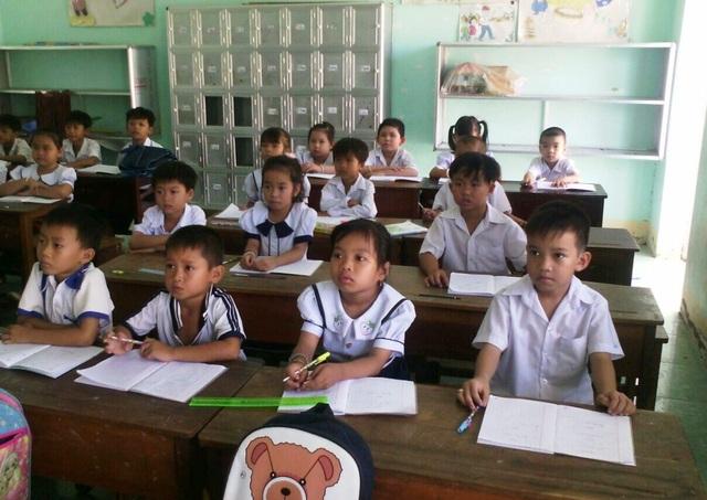 Trước quyết định của BGH trường tiểu học thị trấn 2 không thu thêm các khoản phụ phí, giáo viên, phụ huynh đều rất vui mừng