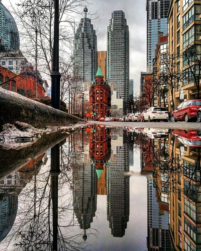 Ảnh chụp một góc phố tại Toronto, Canada