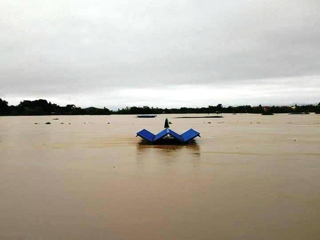 Phà Đồng Chưa qua sông Hoàng Long huyện Gia Viễn ngập trắng băng.