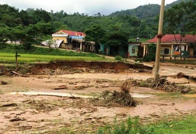 Mưa lũ lịch sử gây thiệt hại lớn cho tỉnh Hòa Bình những ngày vừa qua.