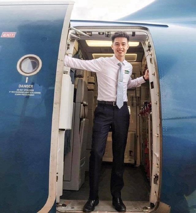 Tiết lộ về chàng tiếp viên hàng không điển trai gây sốt mạng - 3
