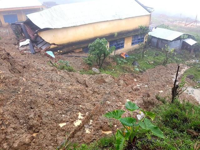 Hiện trường vụ sạt lở núi ở xã Phước Thành, huyện Phước Sơn