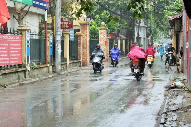 Phố Đông Quan sắp được đổi tên thành phố Trịnh Văn Bô, có chiều dài 1,2 km, rộng 7,5 m; có điểm giao cắt với phố Nguyễn Đình Hoàn.