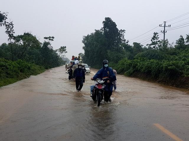 Một số tuyến đường trên huyện Đại Lộc bị chia cắt do lũ