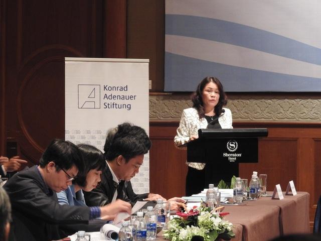 Đại diện Bộ GD&ĐT trình bày Dự thảo Luật Giáo dục