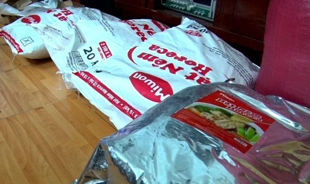 Số hàng giả, giá trị thấp được chủ cơ sở mua về đóng gói hàng chất lượng cao