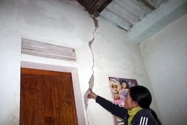 Người dân cho rằng những tổn thất về nhà cửa, đất đai của họ chưa được đền bù xứng đáng nên ngăn cản thi công.