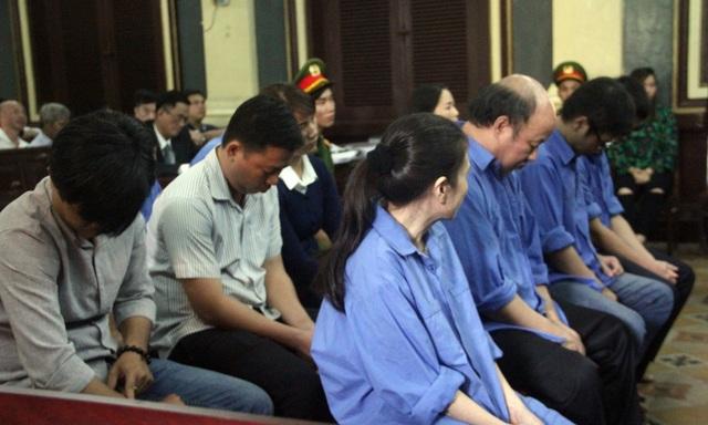 Phiên tòa dự kiến kéo dài đến ngày 15/12.