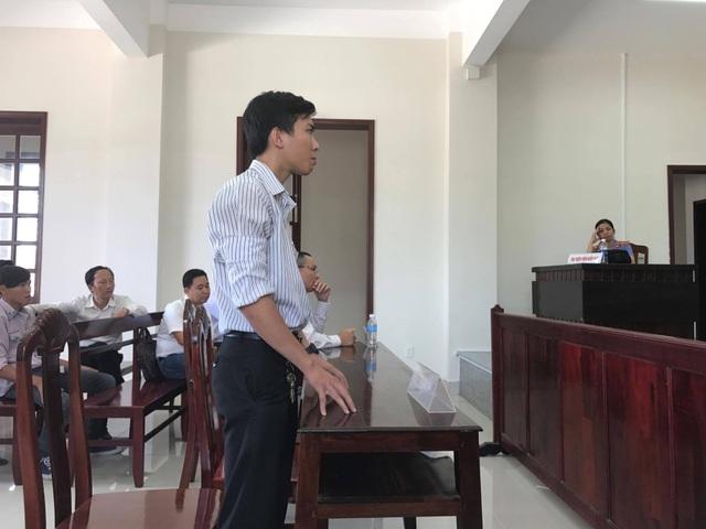 Anh Luân tại phiên tòa hôm nay yêu cầu số tiền 361 triệu đồng (ảnh: Nguyễn Quynh).