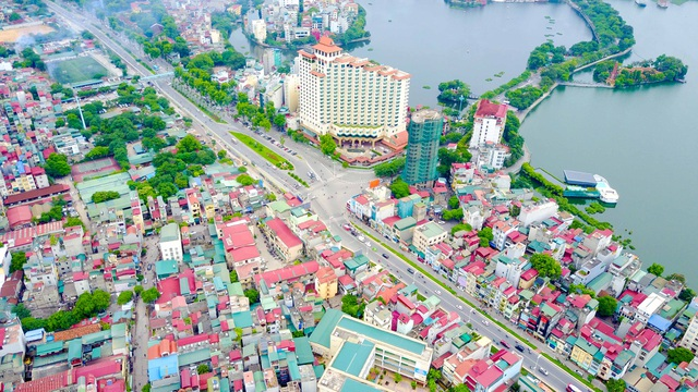 Công trình cầu vượt tại nút giao An Dương - đường Thanh Niên triển khai xây dựng với mục tiêu khắc phục tình trạng ùn tắc giao thông tại nút giao An Dương - Thanh Niên. Chiều dài cầu vượt là 271m, bề rộng 10m. Tổng chiều dài toàn dự án khoảng hơn 1km.