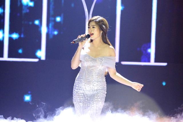 Diễn viên Thanh Trúc đã chinh phục ban giám khảo với ca khúc Vết thương cuối cùng, dù có quên lời nhưng với giọng hát mê hoặc và phong cách trình diễn quyến rũ, Thanh Trúc đã hút hồn ban giám khảo.