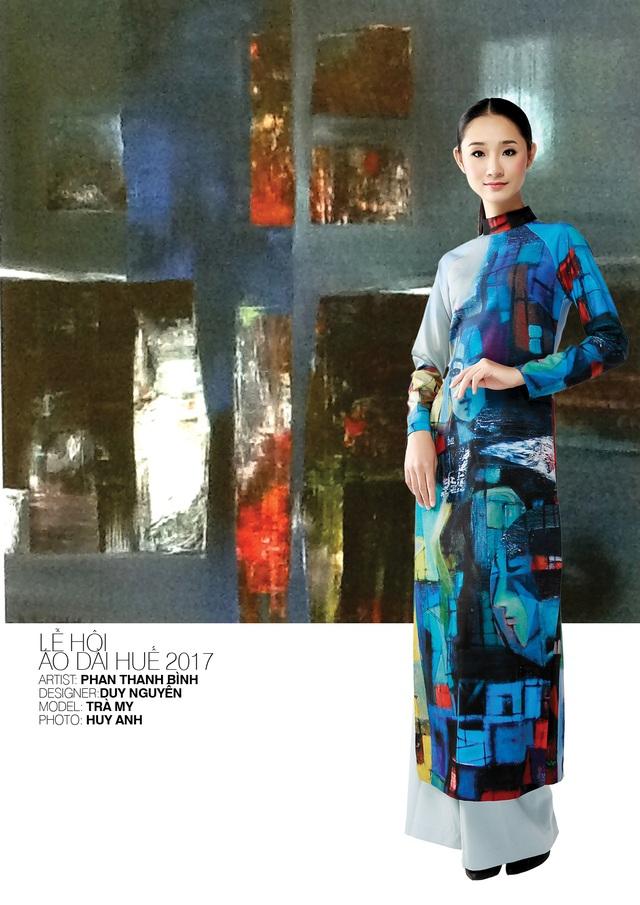 Áo dài NTK Duy Nguyễn trên nền tranh họa sĩ Phan Thanh Bình