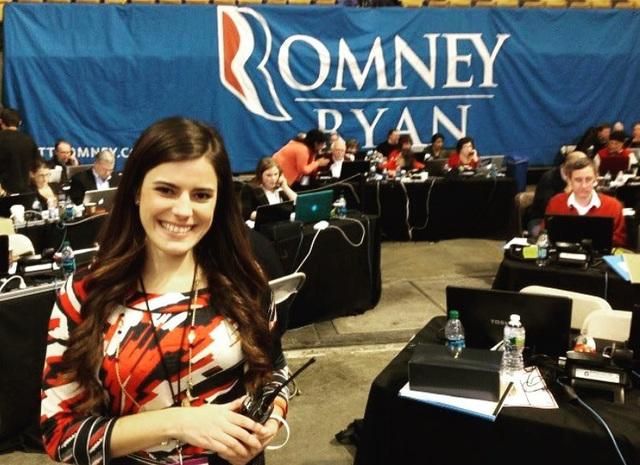 Trước khi trở thành trợ lý của Tổng thống Trump, Westerhout đã làm phụ tá cho nhiều chính khách trong các chiến dịch tranh cử khác nhau. Trong ảnh: Madeleine Westerhout làm tình nguyện viên trong chiến dịch tranh cử Tổng thống của Thượng nghị sỹ Mitt Romney năm 2012. (Ảnh: Facebook)