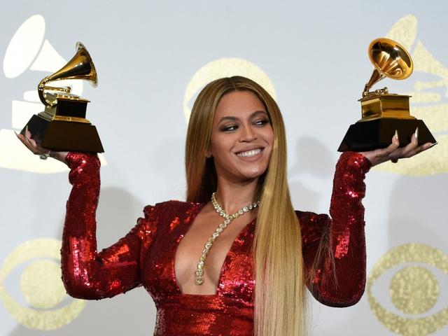 Nữ danh ca Beyonce yêu cầu ức gà, đùi gà, cánh gà nướng tẩm với ớt, muối, tiêu và tỏi.