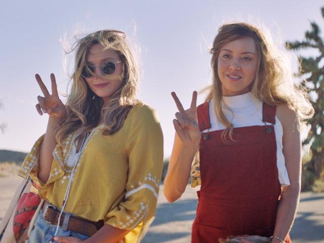 """Elizabeth Olsen (trái) trong phim mới - """"Ingrid Goes West""""."""