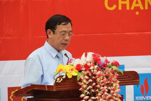 Ông Mai Thức, Phó Chủ tịch UBND tỉnh Quảng Trị phát biểu tại lễ bế mạc giải đua xe đạp về Trường Sơn