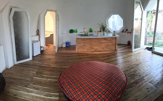 Bên trong ngôi nhà được thiết kế tối giản