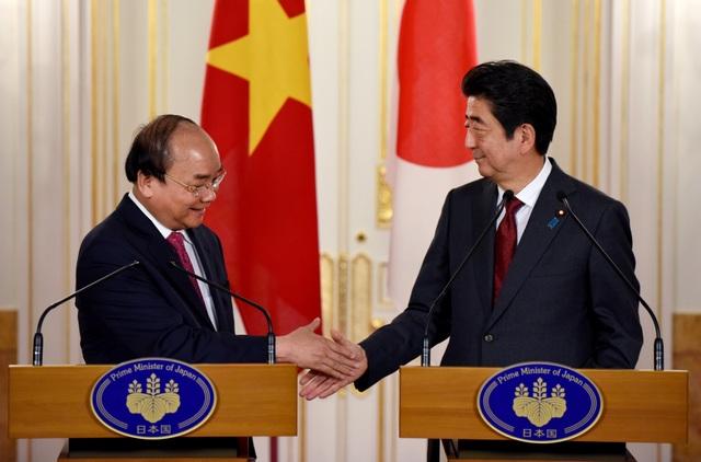 Nhân chuyến thăm của Thủ tướng Nguyễn Xuân Phúc, hôm nay hai bên đã ra Tuyên bố chung về việc làm sâu sắc hơn quan hệ đối tác chiến lược sâu rộng Việt Nam - Nhật Bản (Ảnh: Reuters)