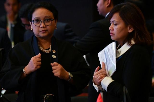 Trong số các ngoại trưởng tham dự các hội nghị của ASEAN năm nay có nhiều gương mặt nữ. Ngoại trưởng Indonesia Retno Marsudi (trái) tham dự các hội nghị của ASEAN tại Manila. (Ảnh: Reuters)