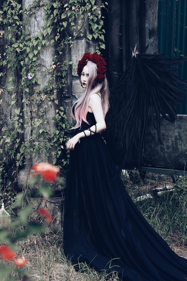 Theo Chibi, những hình ảnh này mang phong cách pastel goth, là một phong cách được yêu thích của giới cosplay, mang âm hưởng văn hóa châu Âu và châu Á hòa trộn