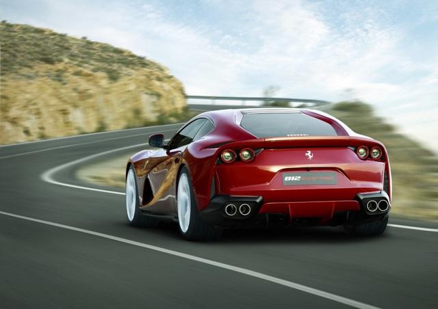 Hiện Ferrari chưa công bố giá bán chính thức cho tân binh 812 Superfast.