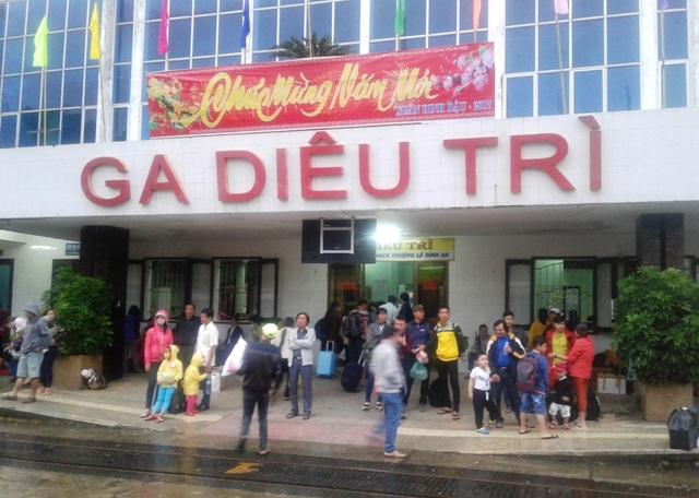 Ga Diêu Trì (Bình Định) đông khách vào chiều ngày 3/2.