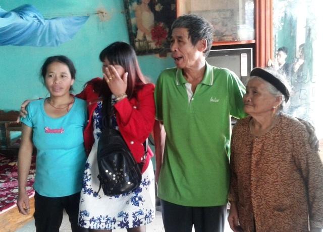 Xúc động giây phút người cha già gặp lại con gái sau 16 năm thất lạc - 4