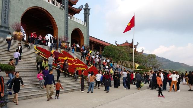 Đông đảo du khách đã về chùa Ba Vàng trong ngày khai hội