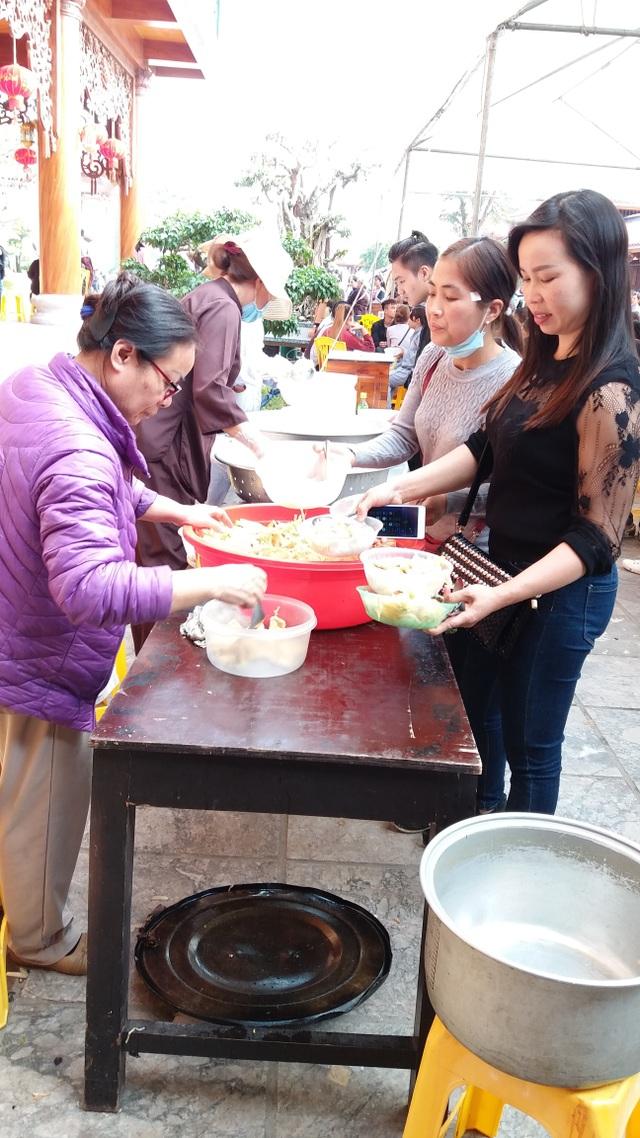 Hàng chục nghìn suất cơm chay miễn phí tại Hội xuân Chùa Ba Vàng - 6