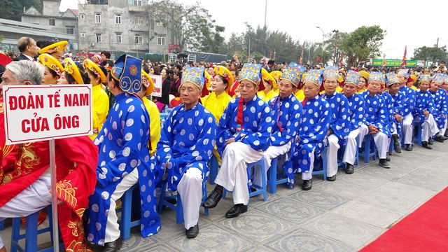 Người dân tham gia các đoàn lễ, tế...