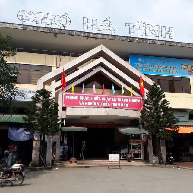 Đến thời điểm hiện nay, gần 300 hộ kinh doanh tại khu vực đình chợ Hà Tĩnh đã được ký gia hạn hợp đồng với thời hạn 20 năm