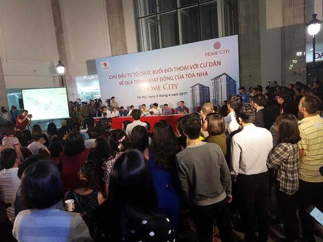 Buổi đối thoại diễn ra với sự tham gia của hàng trăm cư dân Home City.
