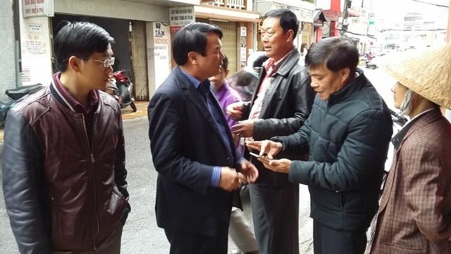 Lãnh đạo tỉnh Lâm Đồng thăm hỏi các gia đình nằm trong vùng bị nứt, lún đất bất thường