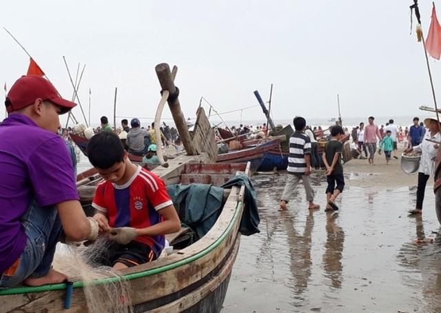 Vơi ngư dân vùng biển dường như chẳng có ngày nghỉ lễ