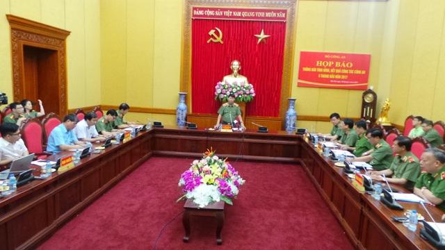 Quang cảnh buổi họp báo sáng nay 28/6.