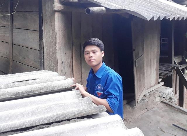Em Hà Văn Phòng, học sinh người dân tộc Thái giành điểm cao trong kỳ thi vừa qua