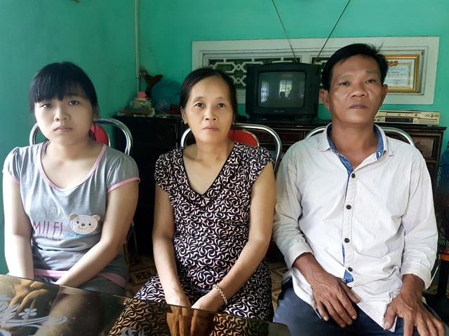 Em Thanh và bố mẹ
